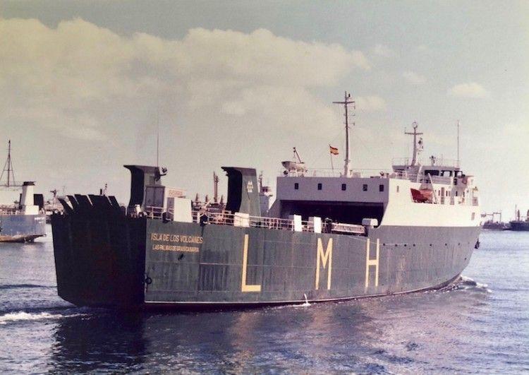 """El buque """"Isla de los Volcanes"""" zarpa del puerto de Las Palmas de Gran Canaria"""