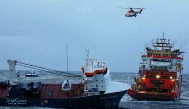 """Los equipos de salvamento se han hecho con el control del buque """"Eemslift Hendrika"""""""