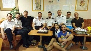 """El grupo de oficiales, sobrecargo y alumnos, en la cámara del ferry """"Volcán de Taburiente"""""""