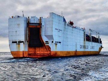 """El buque """"Grande Amburgo"""", fondeado en el puerto de Santa Cruz de Tenerife"""