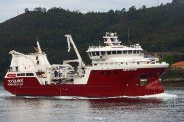 """El buque noruego """"Bjorg Pauline"""", a su llegada al puerto de Ferrol"""