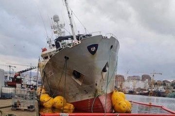 """El pesquero congelador """"Baffin Bay"""", tras su reflotamiento"""