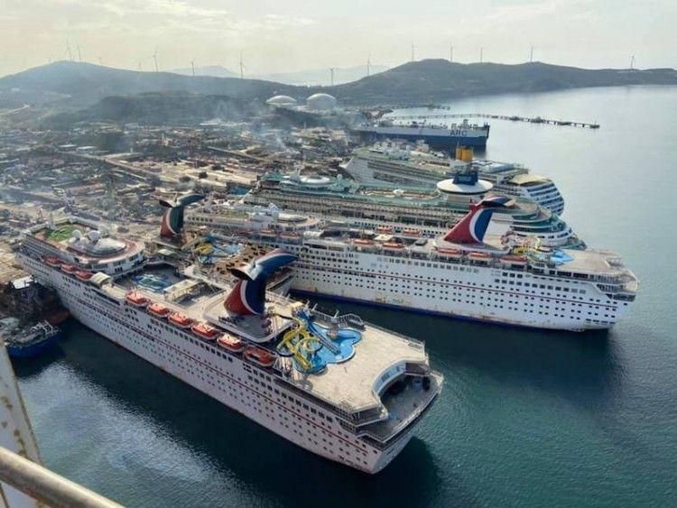 Desguace de cruceros de turismo en Aliaga (Turquía)