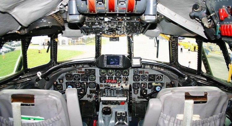 Panorámica de la cabina de mando del avión Super Constellation HB-RSC