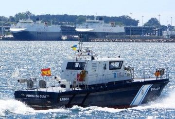 """Los buques """"Galicia"""" y """"La Surprise"""", hace unos días, atracados en el puerto de Vigo"""