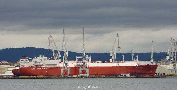 """El buque metanero """"Ibérica Knutsen"""", a la espera de entrar en dique en Navantia Ferrol"""