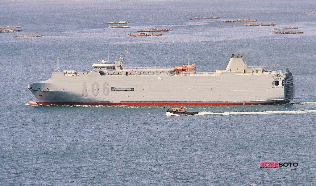 """El buque logístico """"Ysabel"""", en aguas de la ría de Vigo"""