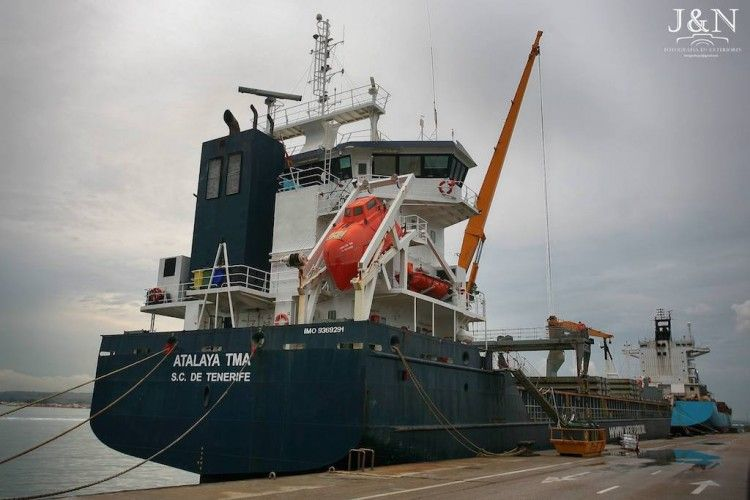 """El buque """"Atalaya TMA"""", atracado en el puerto de Algeciras"""