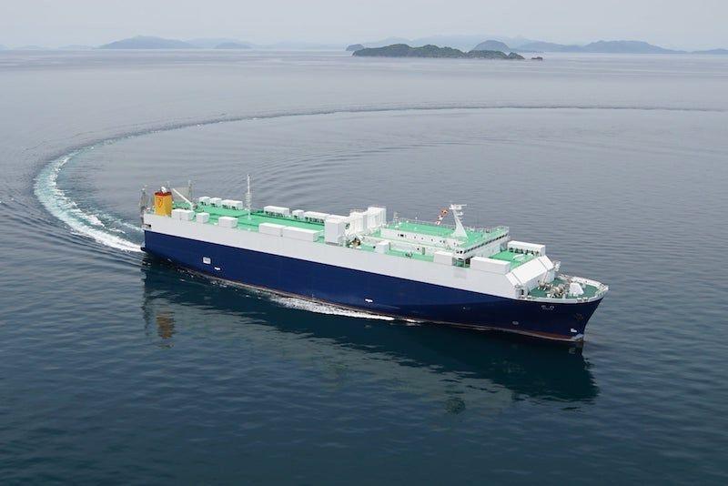 """El buque rolón """"Byakko"""", el día de sus pruebas de mar"""