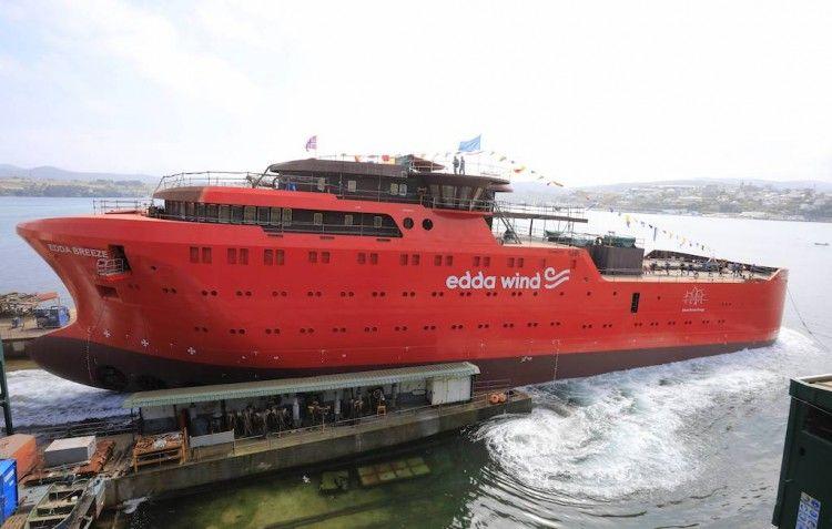 """Botadura del buque """"Edda Breeze"""""""