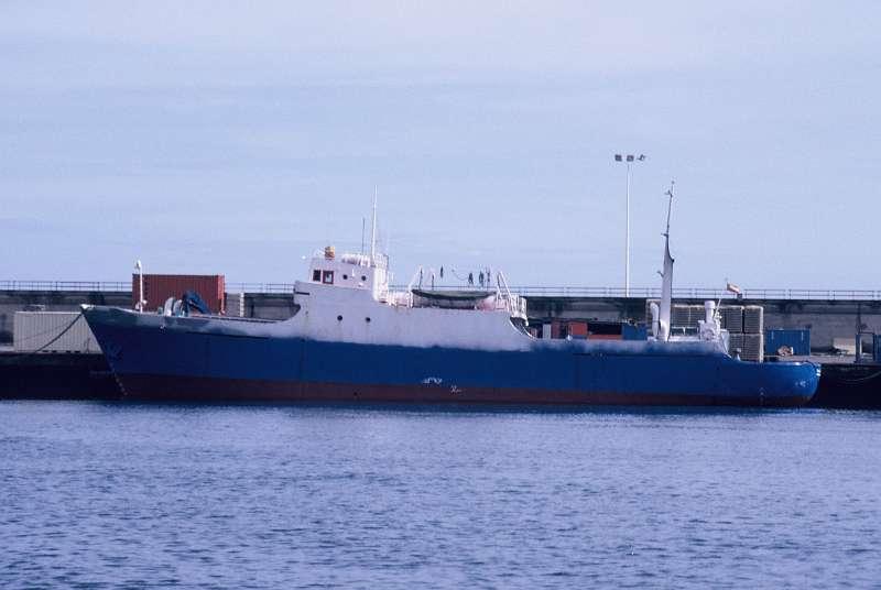 """El buque """"Cala Deyá"""", atracado en el puerto de Santa Cruz de Tenerife"""