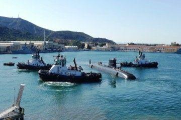 """Los remolcadores """"VB Brío"""", """"VB Aníbal"""" y """"VB Asdrúbal"""" asisten la maniobra del submarino S-81"""