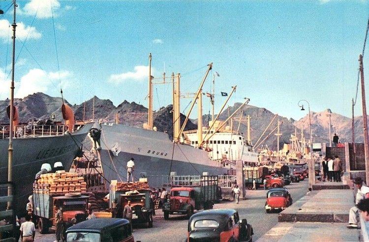 """El buque frutero noruego """"Bruno"""", atracado en el puerto de Santa Cruz de Tenerife"""