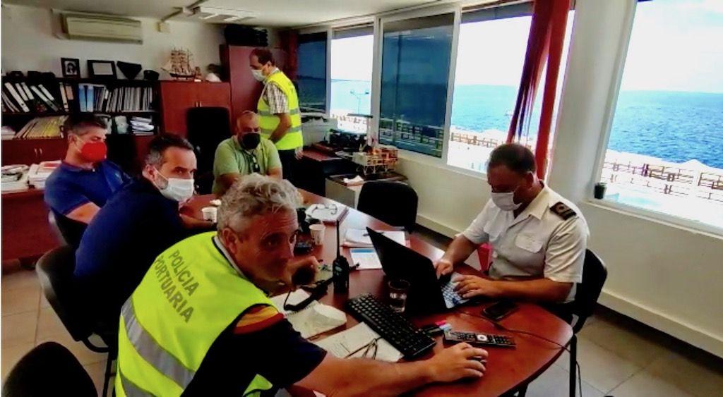 Participantes en la sala de crisis del ejercicio Marsec-21 en Los Cristianos