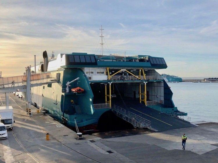 """A punto de embarcar en el catamarán """"Eleanor Roosevelt"""", en el puerto de Palma"""