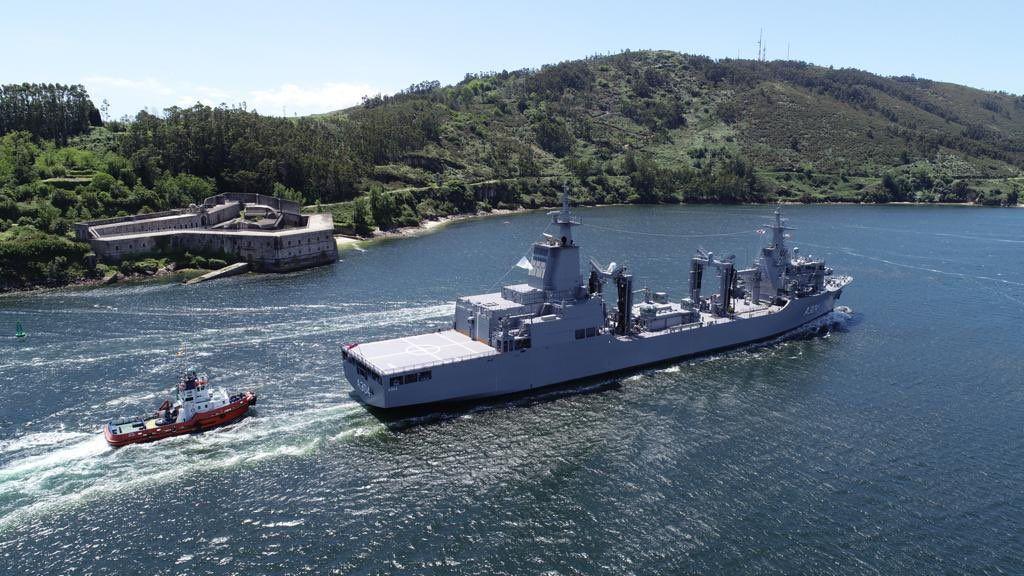 """El buque AAOR """"Stalwart"""" cruza entre castillos"""