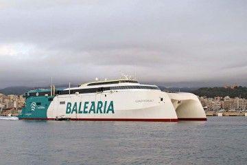 """Primera salida del catamarán """"Eleanor Roosevelt"""" del puerto de Palma"""