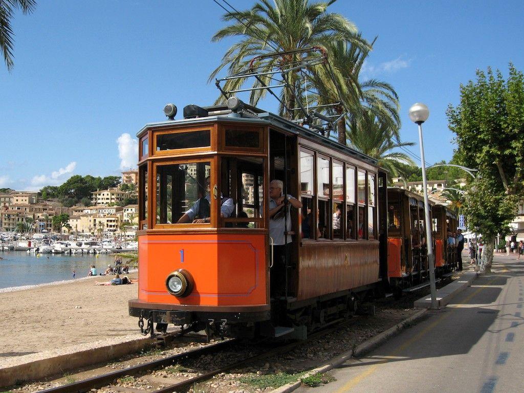 El tranvía, al igual que el tren, tiene un encanto especial