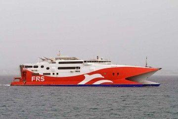 """El catamarán """"Tarifa Jet"""", a su llegada al puerto de Alcudia"""