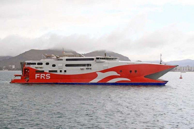 """""""Tarifa Jet"""", un catamarán Incat en servicio desde 1997"""