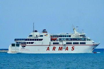 """El ferry """"Volcán de Tindaya"""", visto por la banda de estribor"""