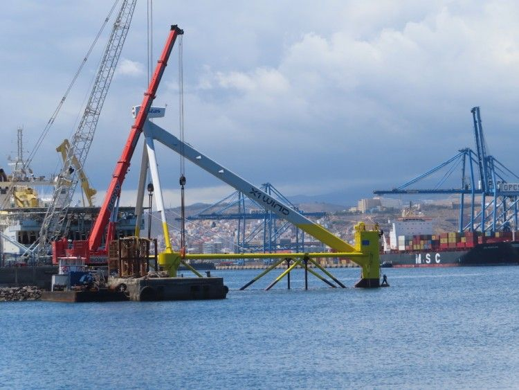 "Panorámica del montaje de la plataforma eólica marina ""X1 Wind"""