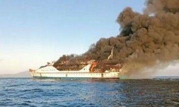 El ferry indonesio, presa del fuego