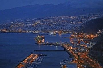 Panorámica nocturna del puerto de Santa Cruz de Tenerife