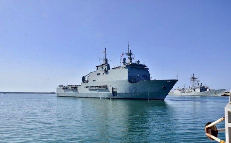 """El buque de asalto anfibio """"Castilla"""", a su llegada a la base naval de Rota"""