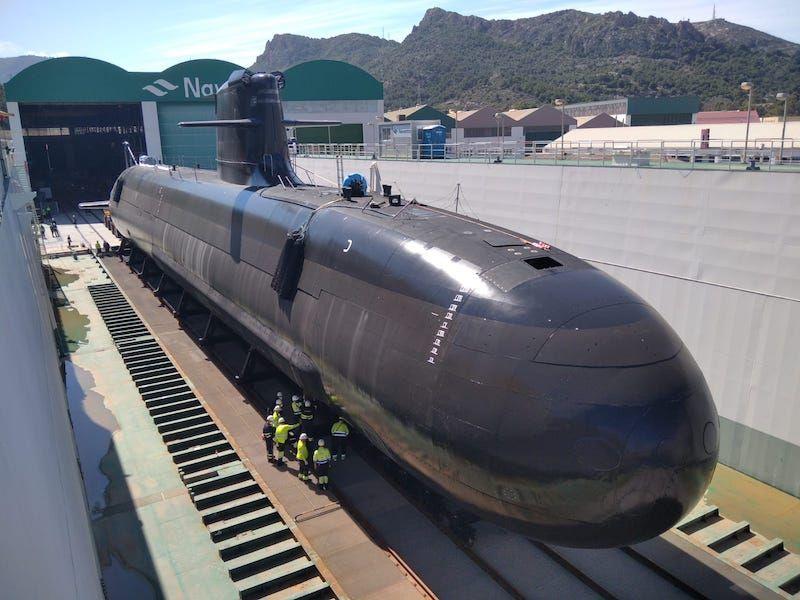 El submarino reposa sobre el dique flotante de Navantia Cartagena