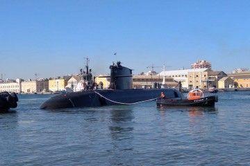 """El submarino S-81 """"Isaac Peral"""", a flote"""