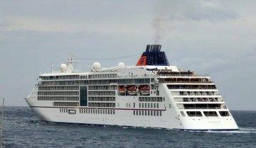 """El crucero de ultralujo alemán """"Europa 2"""", en una de sus salidas del puerto de Santa Cruz de Tenerife"""