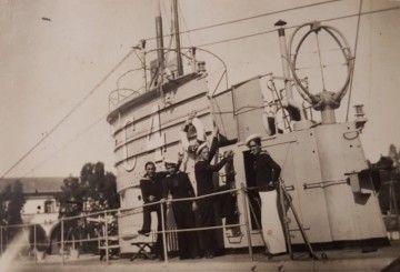 Parte de la dotación en la cubierta del submarino C-4