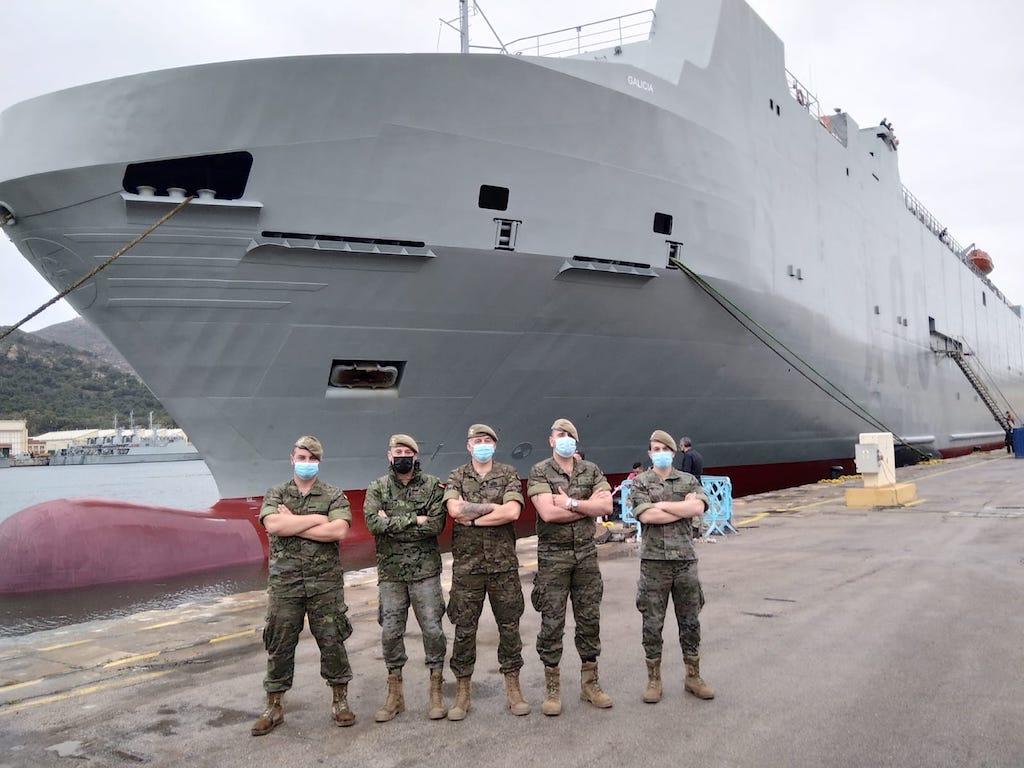 Primeros militares del Ejército de Tierra que han visitado el buque