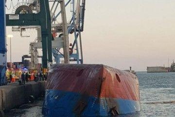 """El buque """"Nazmiye Ana"""" se encuentra quilla al sol"""