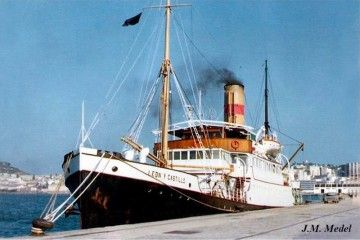 """El buque """"León y Castillo"""", en la última etapa de su vida marinera , atracado en el puerto de Ceuta"""