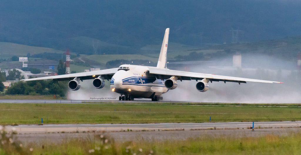 El avión An-124, en carrera de despegue