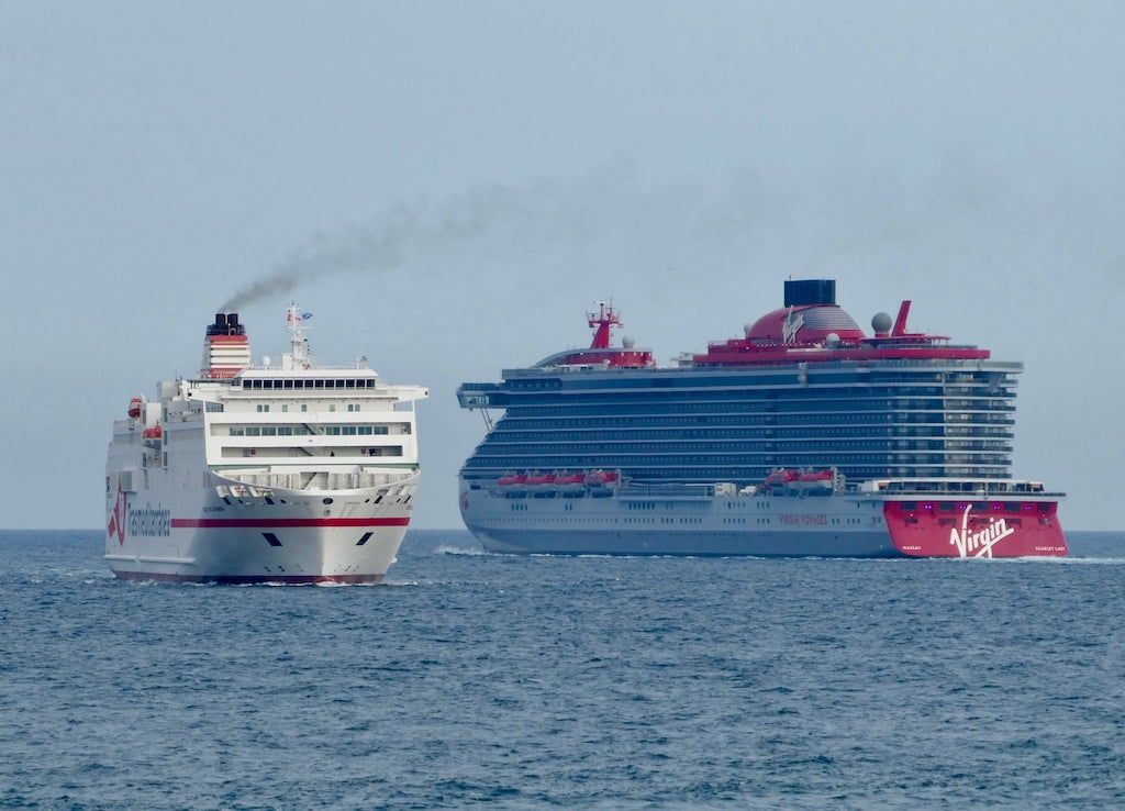 """Cruzándose de vuelta encontrada con el ferry """"Ciudad de Granada"""""""