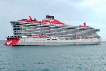 """El crucero de turismo """"Scarlat Lady"""", en su reciente escala en Barcelona"""
