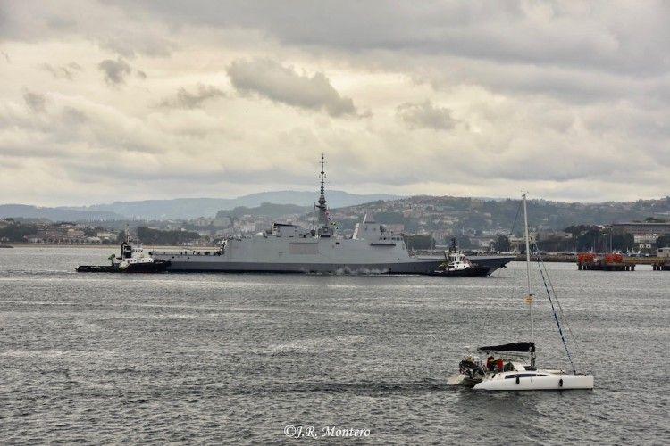 """La fragata francesa """"Alsace"""", a su llegada al puerto de A Coruña"""