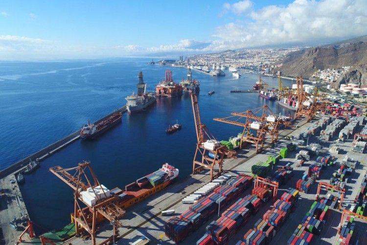 Vista parcial del puerto de Santa Cruz de Tenerife