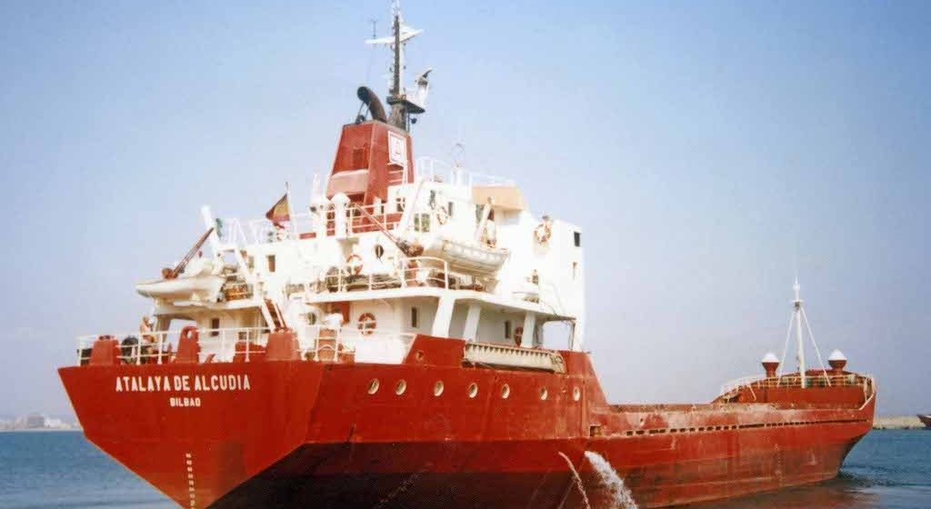"""El buque """"Atalaya de Alcudia"""", en el puerto de Palma de Mallorca"""