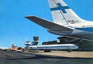 Aviones Caravalle de Finnair estacionados en el aeropuerto de Helsinki-Vantaa