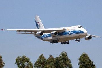 El avión Antonov An-124 de Volga-Dnper, en corta final