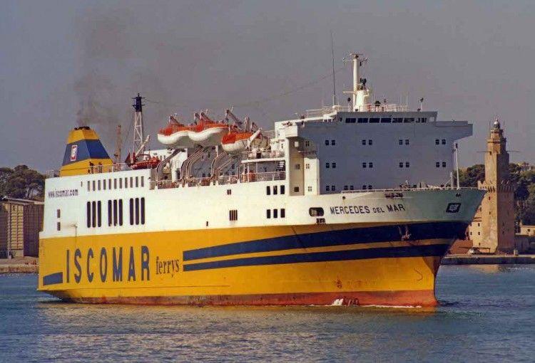 """El ferry """"Mercedes del Mar"""", en aguas de Palma de Mallorca, en su etapa de Iscomar"""