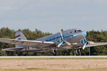 Lisunov Li-2T de la compañía Malev HA-LIX