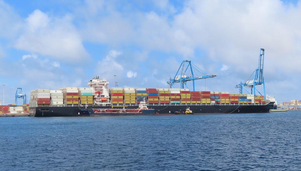 Vista parcial de la terminal de OPCSA en el puerto de Las Palmas