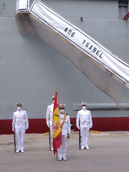 Comienza la ceremonia naval con la presencia de la Bandera