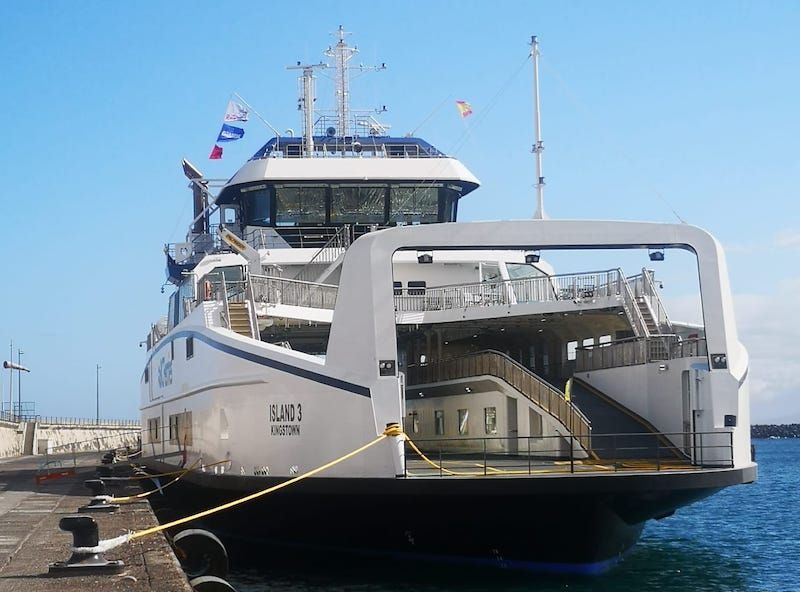 Otra perspectiva del buque, que va en viaje de entrega