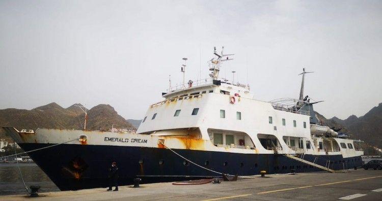 """El buque """"Emerald Dream"""", atracado en el puerto de Santa Cruz de Tenerife"""